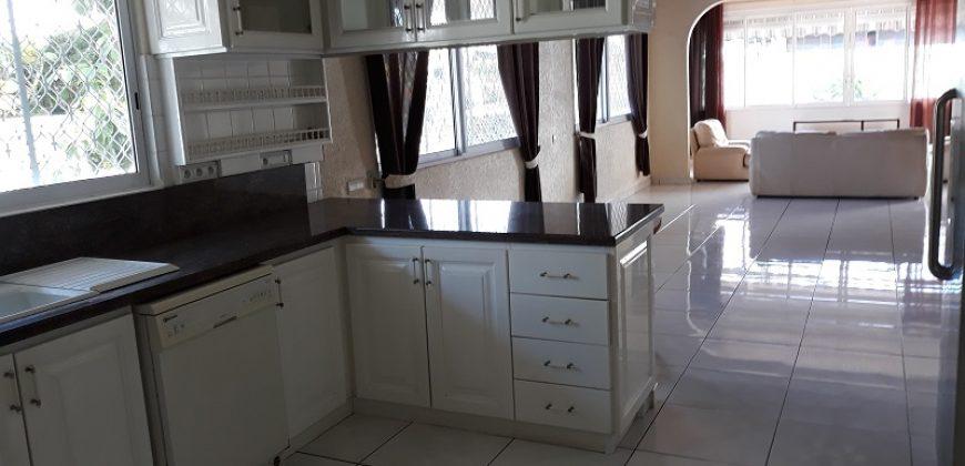 A vendre Maison F4+ et F2 C/Mer à Pirae