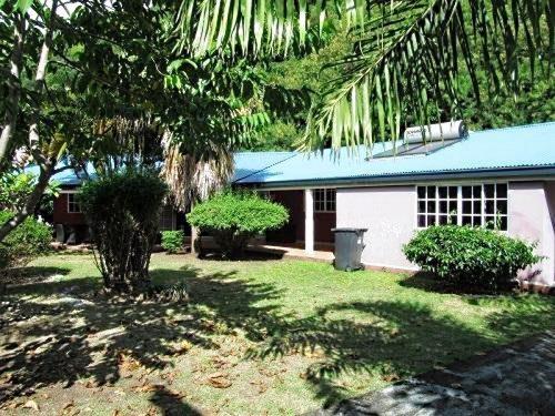 A vendre Villa F7 C/Mont. à Paea (Avec Fare pote-piscine)