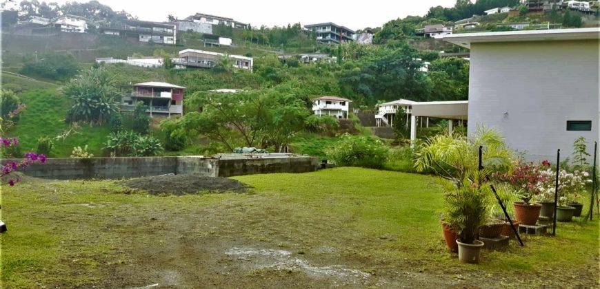 A vendre terrain de 500m2 vue Moorea- PUNAAUIA